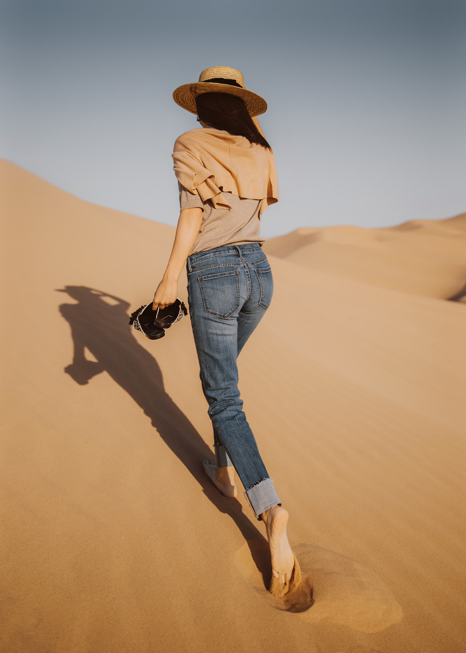 Jenny Tsang of Tsangtastic styling neutral knit girlfriend jeans at the sand dunes spring summer style staples