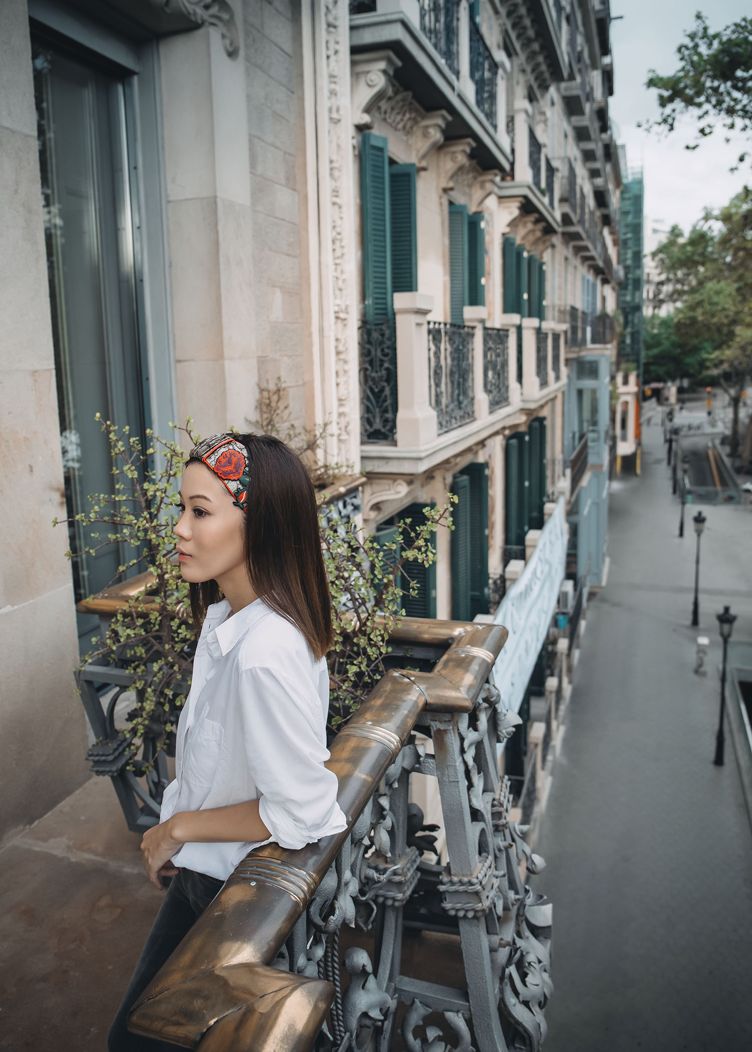 461bd02ac61 Lifestyle fashion travel blogger Jenny Tsang of Tsangtastic wearing off  Gucci headband white button down shirt
